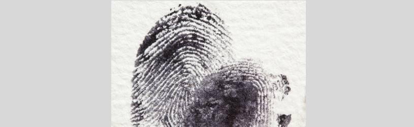 Spezialisten überprüfen bei Verdacht den Fingerabdruck.
