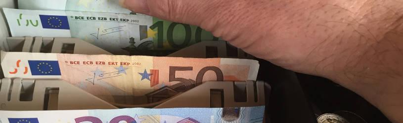 Mitarbeiter klaut Geld aus der Kasse - das können Sie als Chef machen