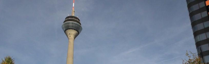 Wanzensuche im Umkreis des Fernsehturms in Düsseldorf.